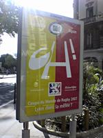 Brotteaux駅前の郵便局近くにある広告看板より。。。オーストラリアvs日本と大きく書かれております。これを見ると間近なんですね。テンションあがります!!Brotteaux以外でもPart-Dieuでも同じ看板を見ました。