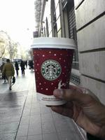 買った後。時期が時期なので、カップはクリスマスバージョンです。
