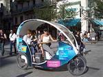 Cyclotourはこんなカンジの乗り物です。ベルクール付近でよく見かけます。